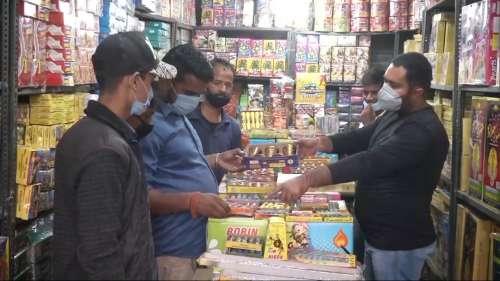 Diwali: इस दीपावली भी दिल्ली में पटाखों पर बैन, केजरीवाल सरकार का फैसला