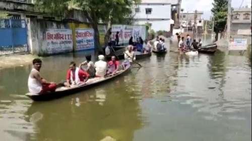 सड़कों पर नाव