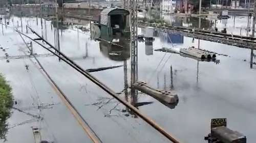Train Cancel:বৃষ্টিতে ভাসছে হাওড়া কারশেড, বাতিল ২১টি স্পেশাল ট্রেন