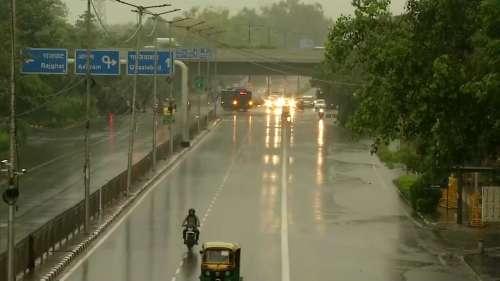 Monsoon Update: दिल्ली-NCR समेत कई इलाकों में जोरदार बारिश, अगले कुछ दिन खूब बरसेगा पानी