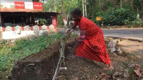 केरल: स्वच्छता मिशन पर हैं 63 साल की बुजुर्ग, शहर-शहर जाकर करती हैं साफ-सफाई