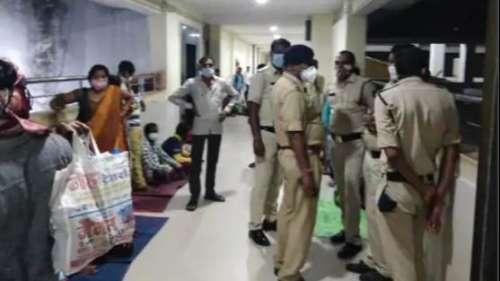 Raipur के अस्पताल में Oxygen की कमी से 7 बच्चों की मौत का आरोप, परिजनों का हंगामा