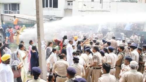 Protest In Chandigarh: BJP के खिलाफ AAP की महिला कार्यकर्ताओं का प्रदर्शन, पुलिस ने चलाई वाटर कैनन