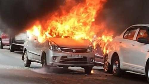 Kolkata News: চলন্ত গাড়িতে আগুন লাগল হরিশ মুখার্জি রোডে