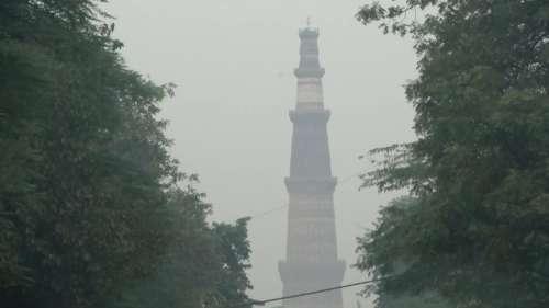 दिल्ली में कुछ राहत के बाद फिर से शुरू हुई प्रदूषण की मार, AQI 300 पार