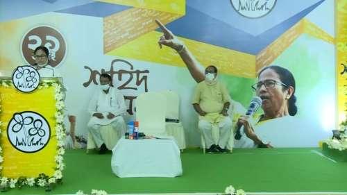 Mamata Banerjee: করোনা পরিস্থিতি সামলাতে ব্যর্থ মোদী সরকার, শহিদ দিবসের মঞ্চ থেকে কড়া তোপ মমতার
