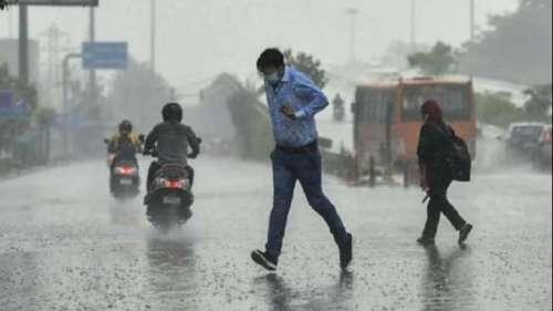 Heavy rain lashes Delhi & NCR, orange alert issued