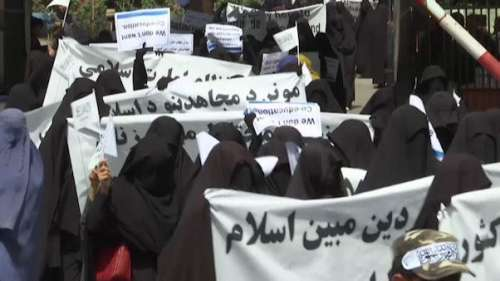 Kabul की सड़कों पर तालिबान के समर्थन में उतरी महिलाएं, विरोधियों को बताया 'अमेरिका का एजेंट'