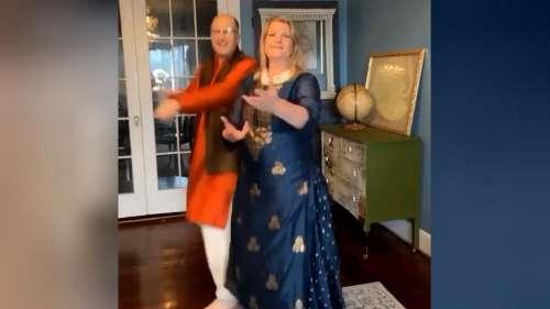 Viral News: अमेरिकी जोड़े ने शादी की 25वीं सालगिरह पर हिंदी गाने पर किया धमाकेदार डांस, देखिए Video