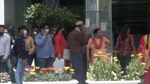 Corona: 72 दिनों बाद देश में सबसे कम कोरोना केस और 3303 मौतें दर्ज
