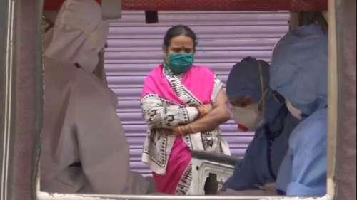 Coronavirus in India: बाजार, स्कूल और मुहल्ले सब गुलजार...! लेकिन कब तक पहनना होगा मास्क?