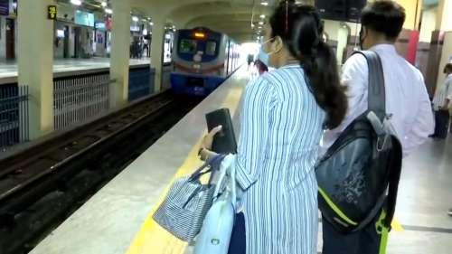 Kolkata Metro: ভিড় এড়াতে বাড়ছে মেট্রোর সংখ্যা, বাড়ছে সময়