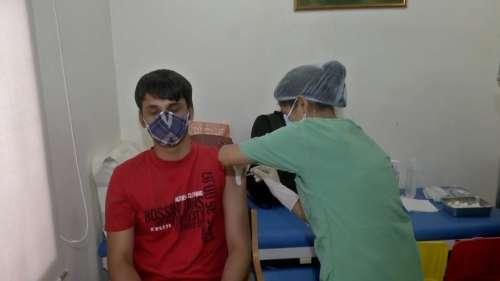 आधी दिल्ली को वैक्सीन !