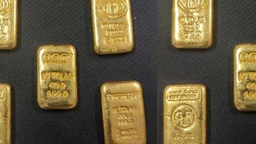 Gold Biscuit: বাড়ির মধ্যে এত সোনার বিস্কিট? হতবাক গোয়েন্দারা