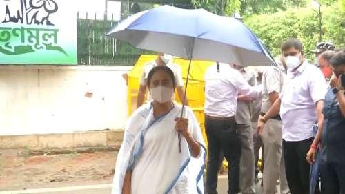 CM Mamata Delhi Visit: সনিয়ার সঙ্গে সাক্ষাৎ সেরে কেজরিওয়ালের সঙ্গেও বৈঠক মমতার