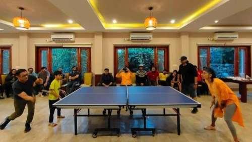 Aamir Khan, Kiran Rao & son play table tennis with 'Laal Singh Chaddha' crew