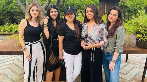 Gauri Khan spends time with Neelam Kothari, Sussanne Khan & Ekta Kapoor, shares pics