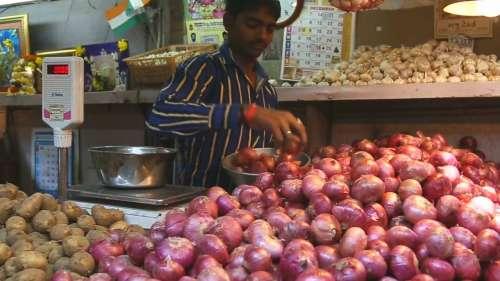 Onion Price Hike: जी भर कर खा लें प्याज, फिर बढ़ने वाले हैं दाम! देखें पूरी खबर