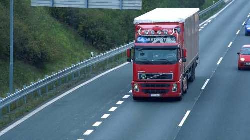 Britain में ट्रक ड्राइवरों की सैलरी सुनकर उड़ जाएंगे होश, 70 लाख से ज्यादा का मिल रहा पैकेज