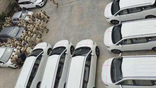 तेलंगाना सरकार IAS अफसरों पर मेहरबान, संकट में खरीदी करोड़ों की कार