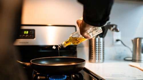 Reusing Cooking Oil: क्या आप भी करते हैं तेल को दोबारा इस्तेमाल? जानिये सेहत के लिए है ये कितना हानिकारक?