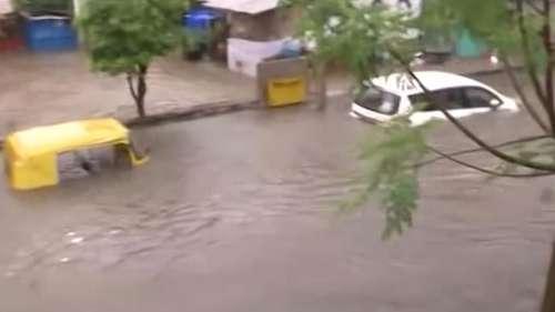 Lucknow Rain: भारी बारिश से लखनऊ की सड़कें बनीं तालाब, 2 दिन तक स्कूल-कॉलेज बंद