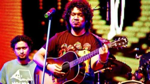 Watch! Papon dedicates new song 'Haate Haat Dhori' to parents