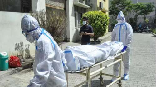 कोरोना अपडेट: 10 लाख से कम हुए एक्टिव केस, 3921 मौतों ने बढ़ाई चिंता