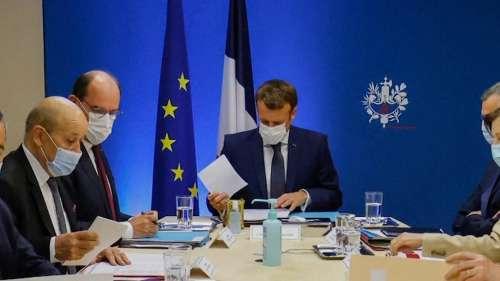 Macron changes mobile phones