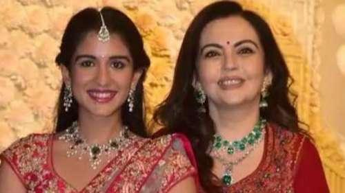 Ambani परिवार ने की गणेश पूजा, नीता अंबानी बेटी-बहुओं के साथ आईं नजर