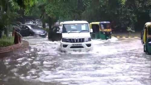 देश के कई हिस्सों में जमकर बरस रहे बादल, दिल्ली-NCR में लंबा जाम
