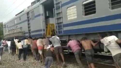Viral video: क्या आपने रेलगाड़ी को धक्का लगाते हुए वीडियो देखा है? देखें दिलचस्प वीडियो
