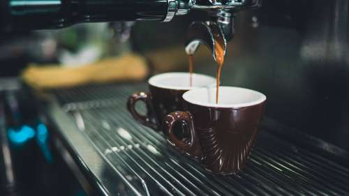 Black Coffee vs Milk Coffee