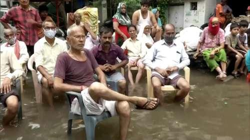 Delhi Rain: राजधानी के कई इलाकों से नहीं हो पाई पानी की निकासी, परेशानी झेलते रहे निवासी