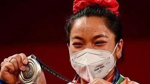 Olympic Medalist Mirabai Chanu पर बनेगी फिल्म, पर्दे पर दिखेगा वेटलिफ्टर का संघर्ष