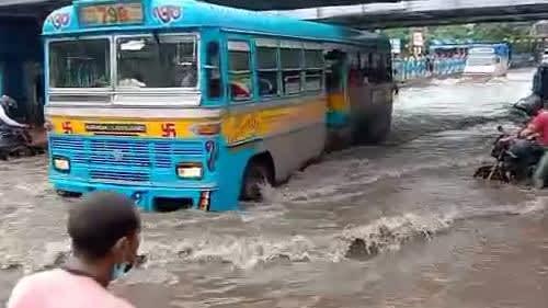 Kolkata Weather: নিম্নচাপ কাটলেও কলকাতা-সহ রাজ্যের বেশ কিছু জেলায় হবে বৃষ্টি