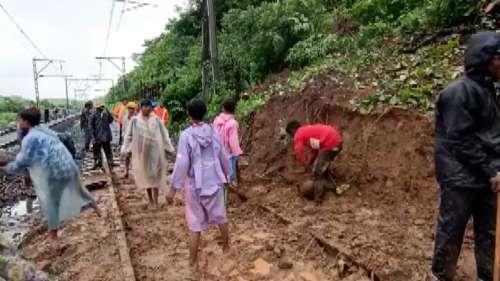Maharashtra Rain: राज्य भर में कम से कम 146 ट्रेनें प्रभावित, 48 को रद्द जबकि 33 को डायवर्ट करना पड़ा