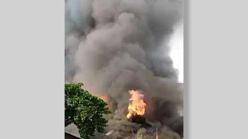 Nimtala Fire: সকালে কালো ধোঁয়ায় ঢাকল নিমতলা ফায়ার স্টেশন, আগুনে পুড়ে ছাই কাঠ গুদাম