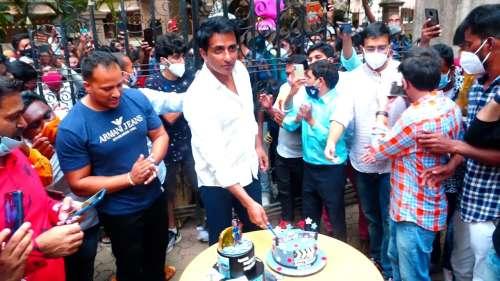 जब सोनू सूद ने फैंस संग मनाया Birthday, लोग बोले- The Real Hero Sonu Sood