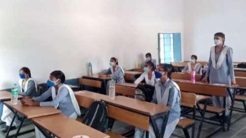 UP Board Result: 10वीं और 12वीं कक्षा के रिजल्ट घोषित, छात्राओं ने मारी बाजी