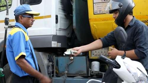 Petrol-Diesel Price: अभी सुलगेगी पेट्रोल-डीजल के दाम में लगी 'आग', टैक्स घटाने के मूड में नहीं सरकार!