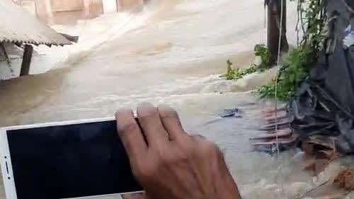 Bengal Flood: লাগাতার বৃষ্টি, বাঁধ ভাঙ্গনের ফলে বন্যা পরিস্থিতি দুই মেদিনীপুরের বিস্তীর্ণ এলাকায়