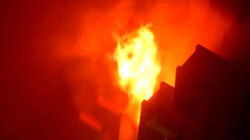 Keshtopur Fire:গভীর রাতে কেষ্টপুরে বিধ্বংসী আগুন, পুড়ে ছাই ৩১টি অস্থায়ী দোকান. জখম ৭