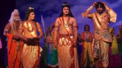 रामनगरी अयोध्या में रामलीला का मंचन, भरत के किरदार में दिखे रविकिशन