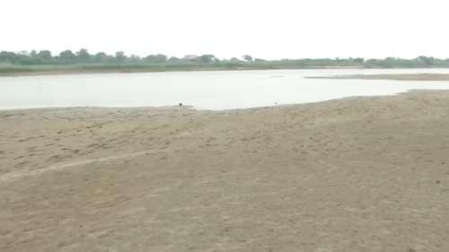 यमुना: जलस्तर गिरा