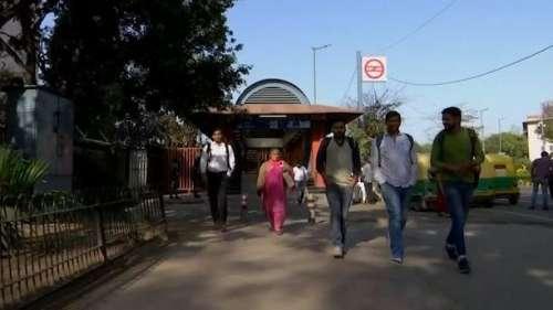 Delhi Unlock: दिल्ली में कोविड के कई नियमों में ढील, कई राज्यों में आज से खुल गए स्कूल-कॉलेज