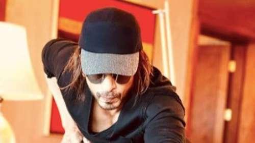Shah Rukh Khan hints at resumingshoot, shares monochrome pic