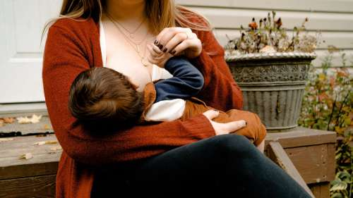 Is it safe for breastfeeding mothers to take medicines like paracetamol and aspirin?