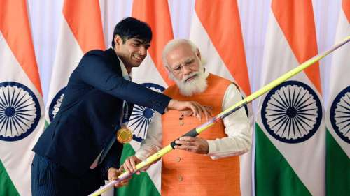 PM Modi को मिले उपहारों की बोली में नीरज चोपड़ा के जैवलिन की बोली पहुंची 10 करोड़, जारी है ई-नीलामी