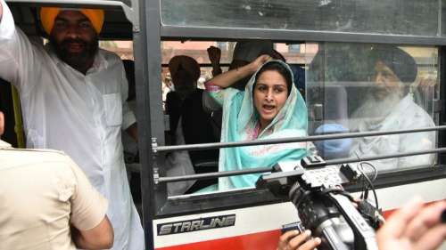 Akali dal Protest: कृषि कानूनों पर अकाली दल का 'हल्ला बोल', सुखबीर-हरसिमरत कौर ने दी गिरफ्तारी